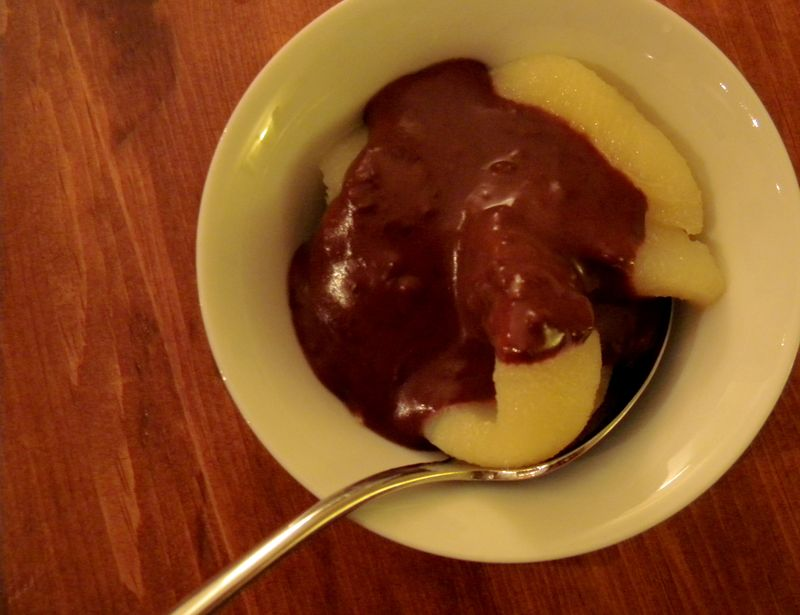 Pears with chocolate sauce